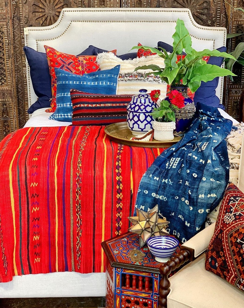 Red and blue moroccan bedroom