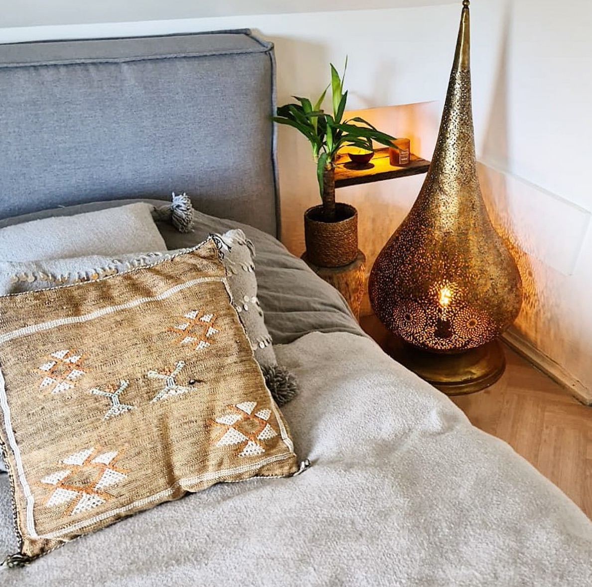 Moroccan floor lamp in bedroom