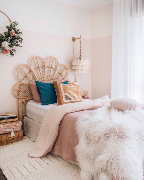 rose and teal paste bedroom
