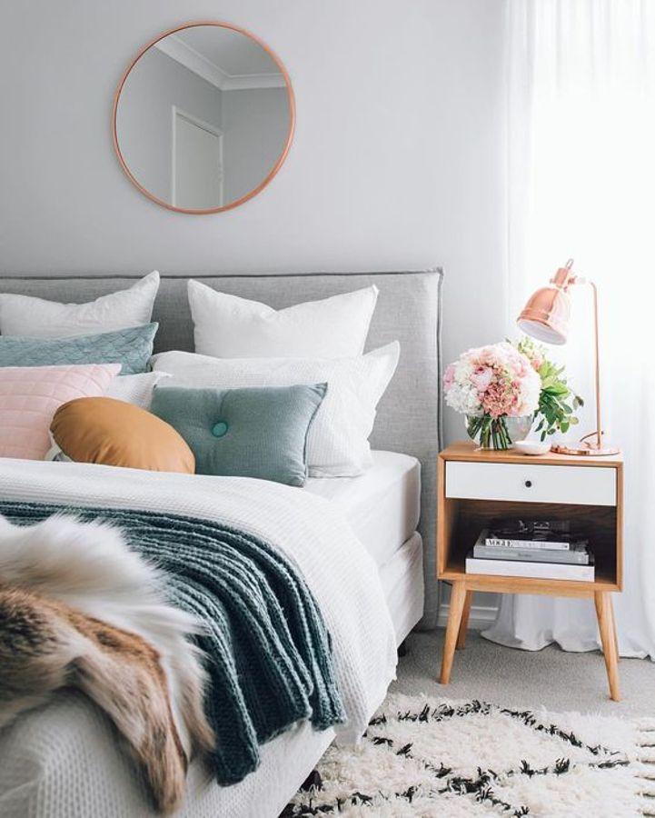 rose gold mirror and lamp