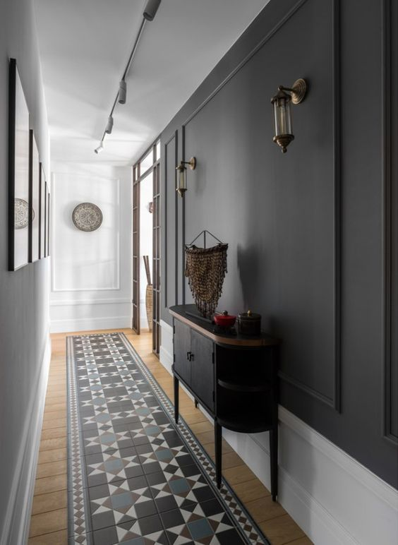 grey and white patterned rug
