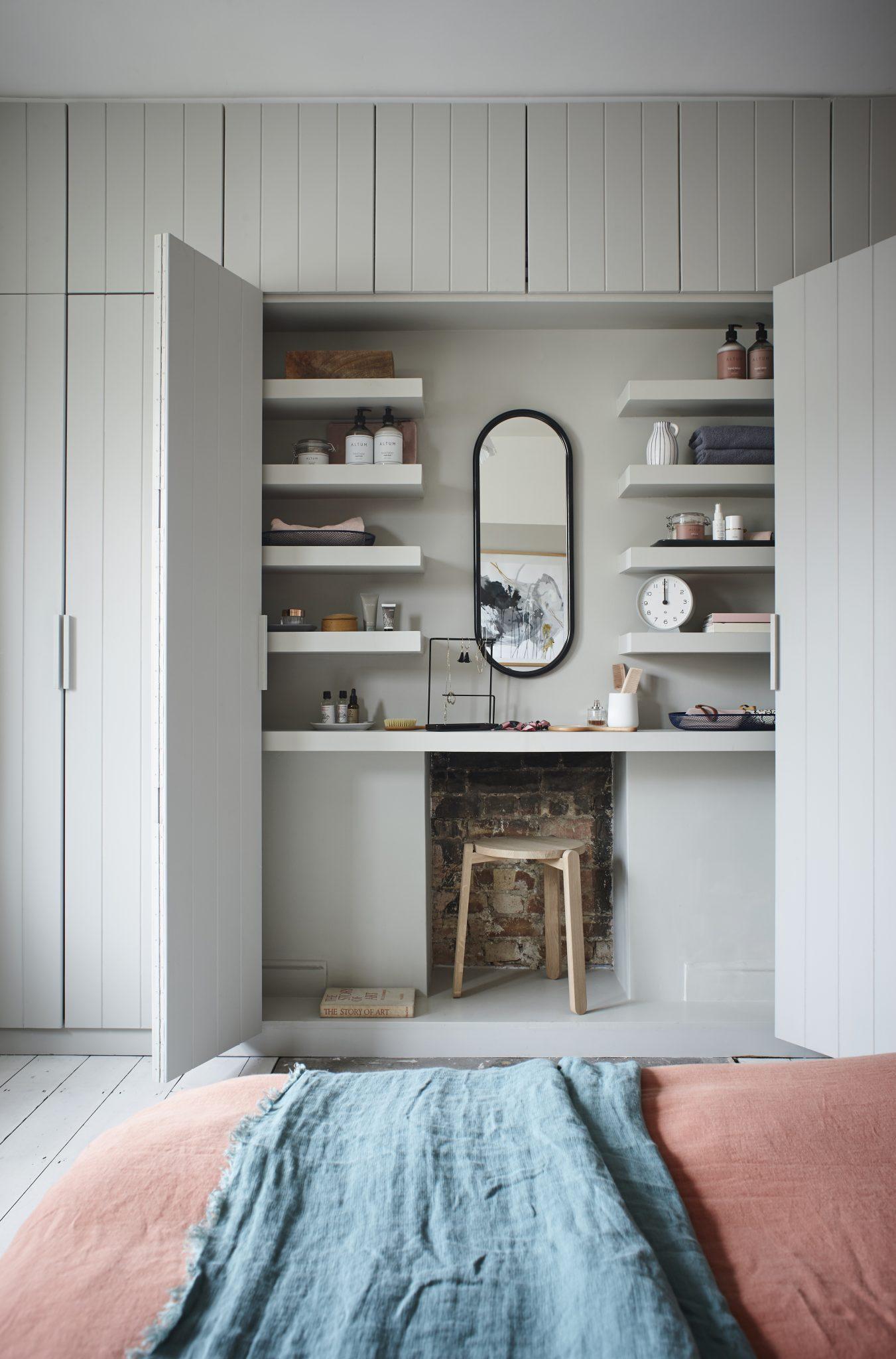 grey-guest-bedroom
