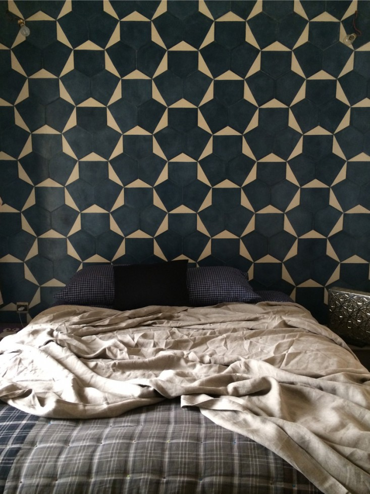 moroccan-tiled-bedroom-wall