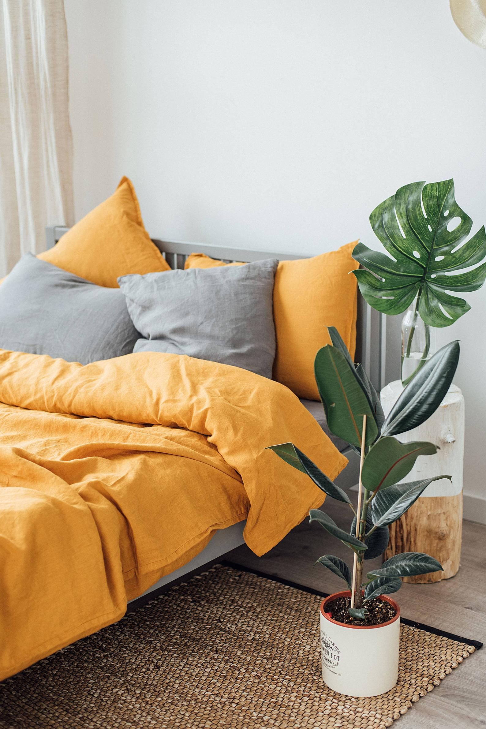 grey-yellow-bed-sheets