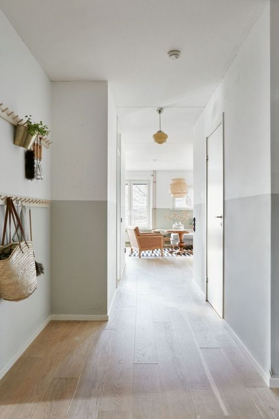 pale grey and white half wall