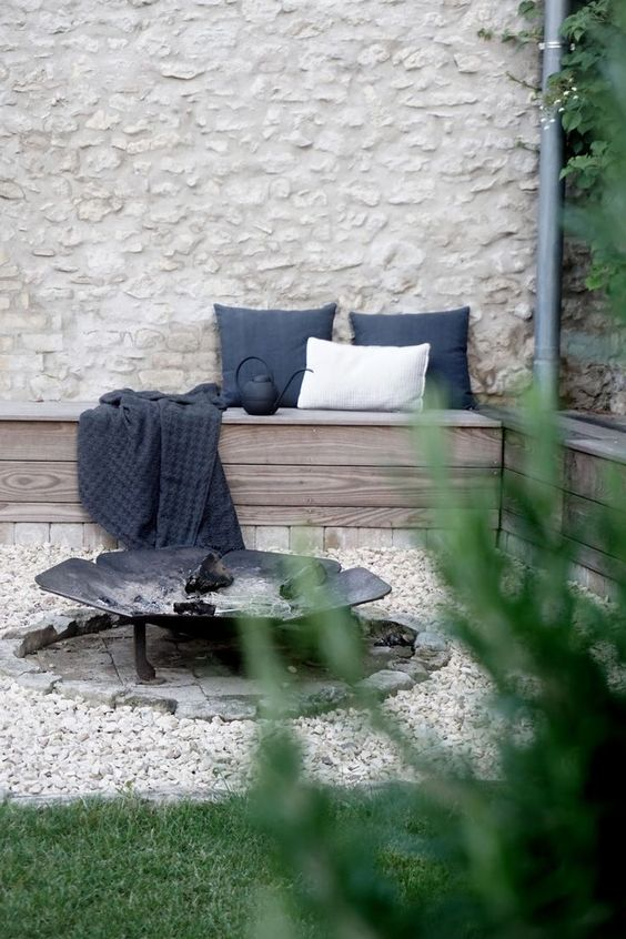 gravel garden ideas with a fire pit