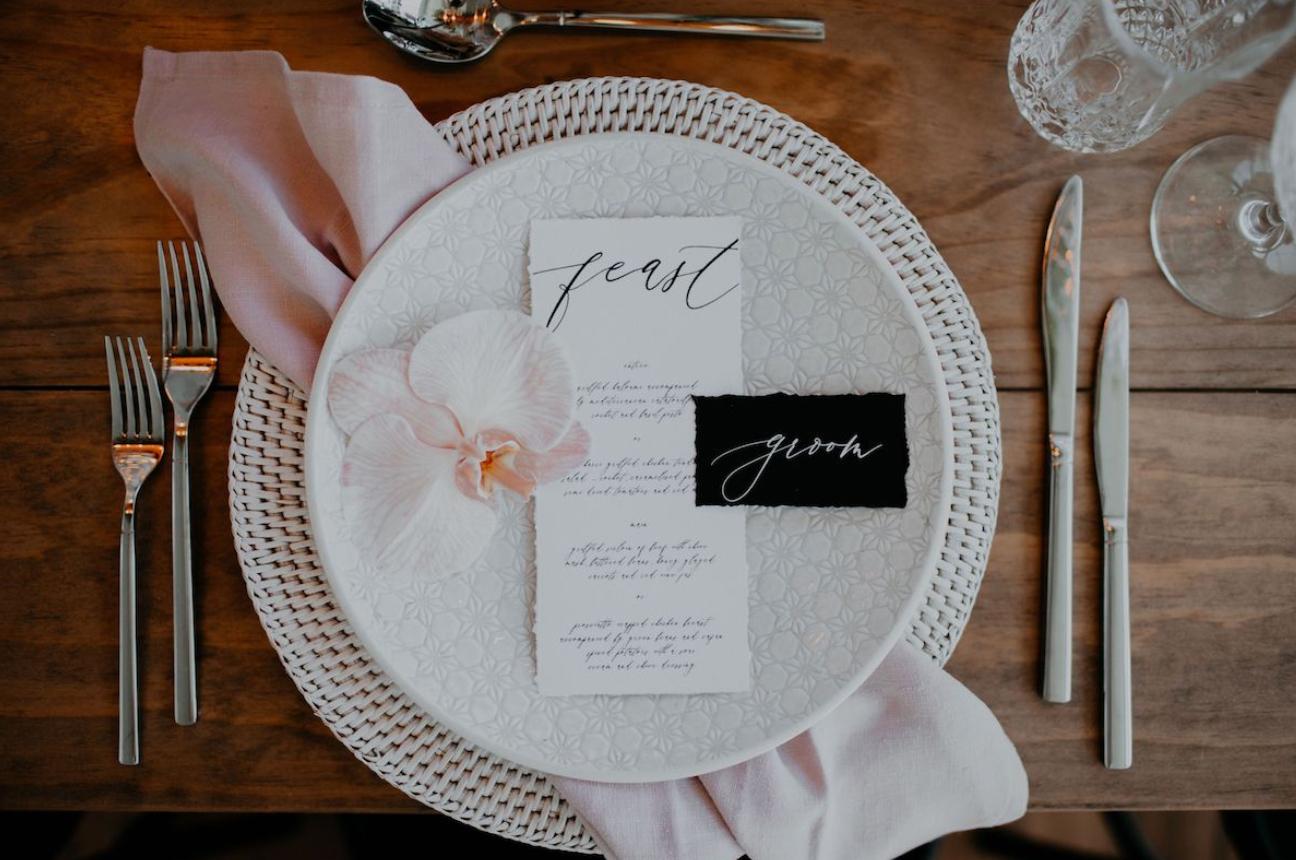 Modern wedding setting idea