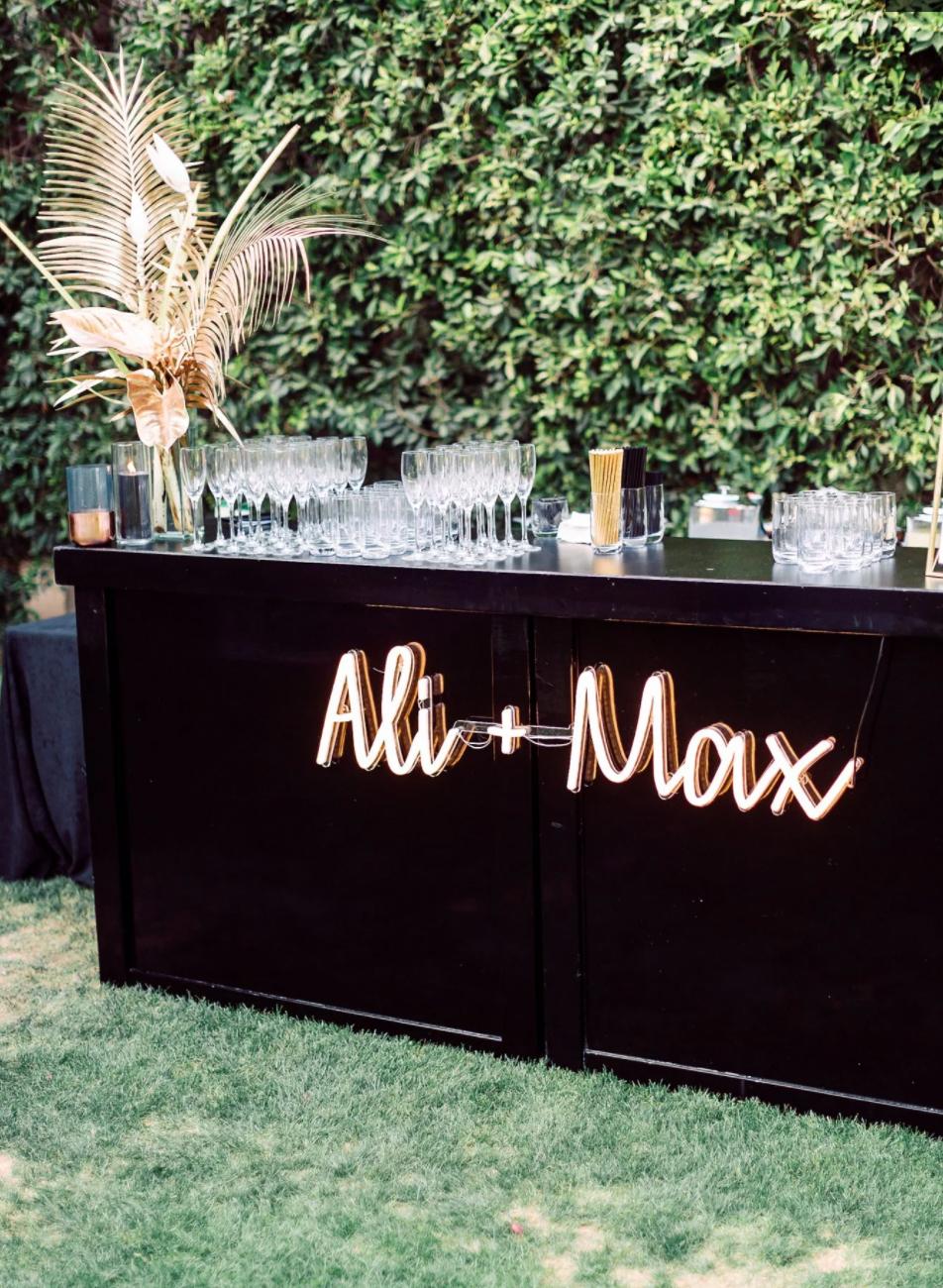 neon sign wedding ideas