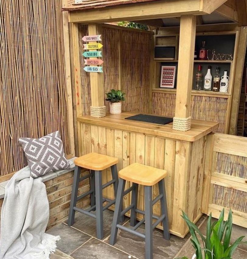Small garden bar idea