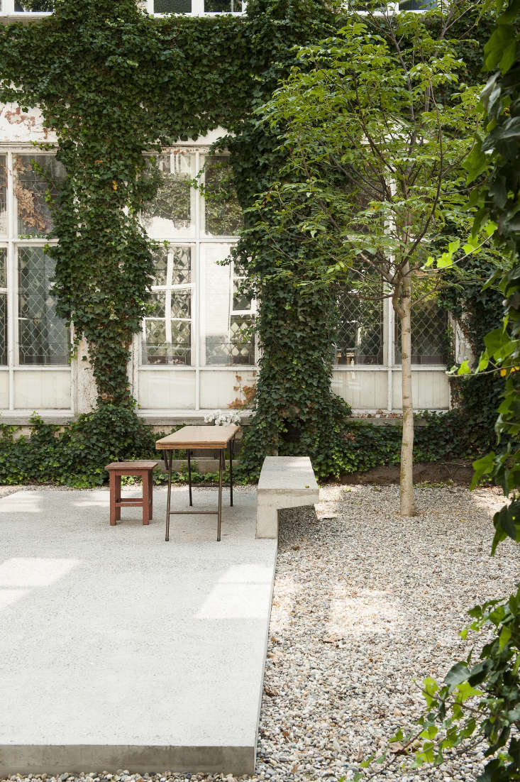 minimalist gravel garden in Antwerp