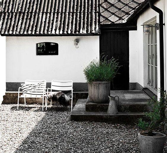 monochrome gravel garden