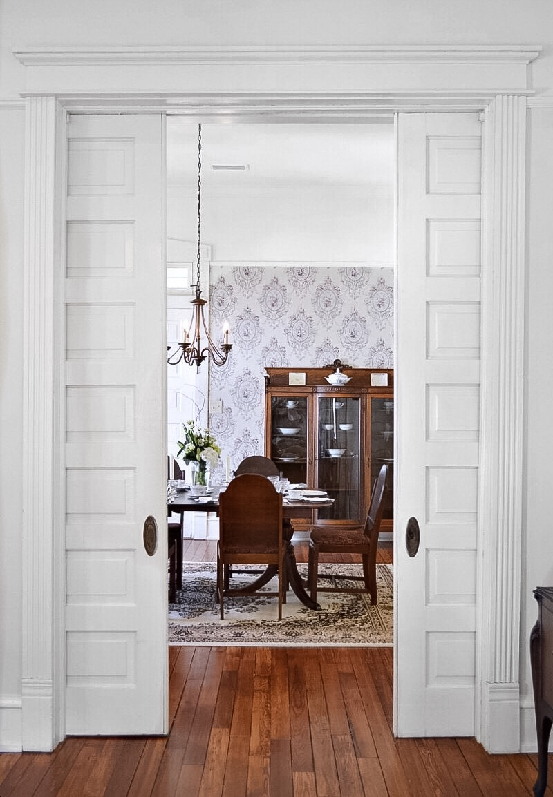 two pocket doors in between dining and lounge room