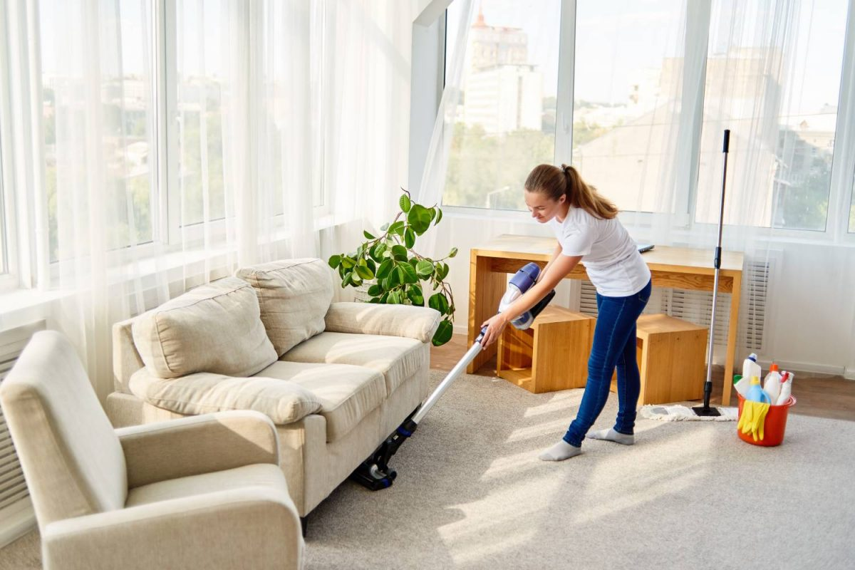 How to create an easy and effective DIY carpet cleaner