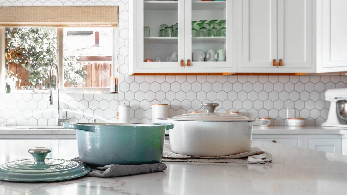 white kitchen minimalist design kitchen splashback