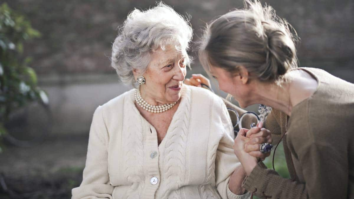7 COVID-safe ways to support the elderly during lockdown