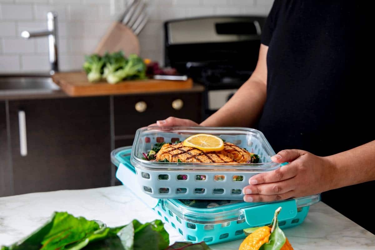 woman doing healthy meal prep