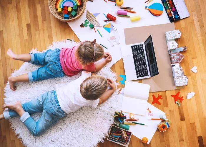 kids learning arts through online art classes