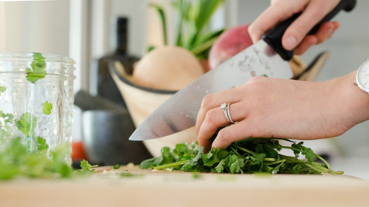 13 Easy tips for healthy cooking (made for beginners!)